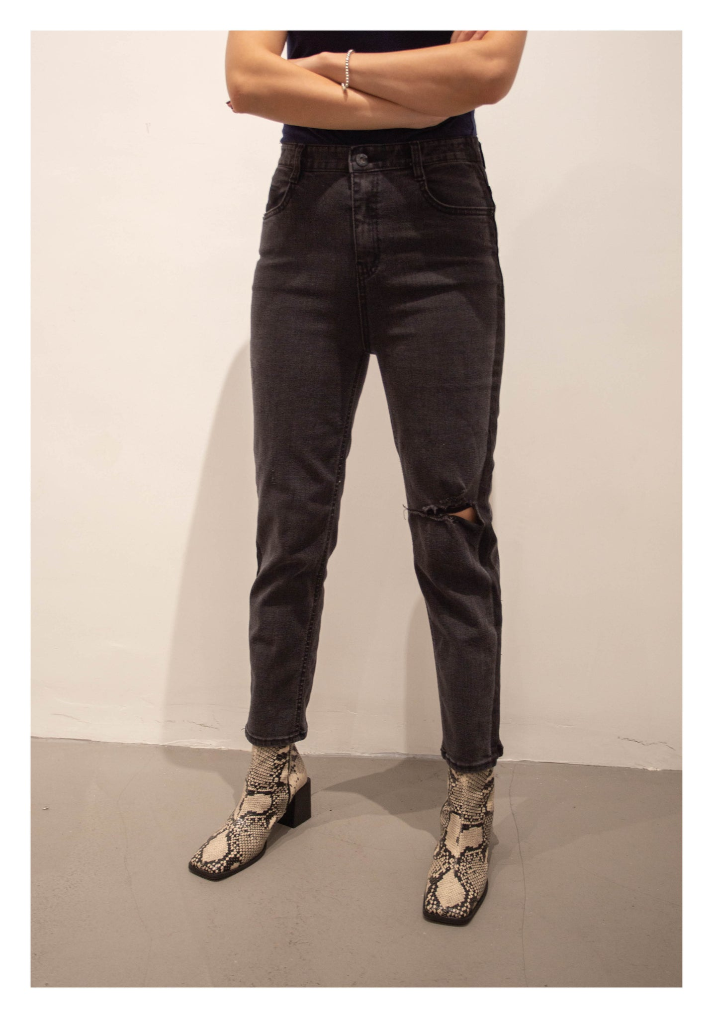 Side Colour Straight Cut Broken Jeans Black - whoami