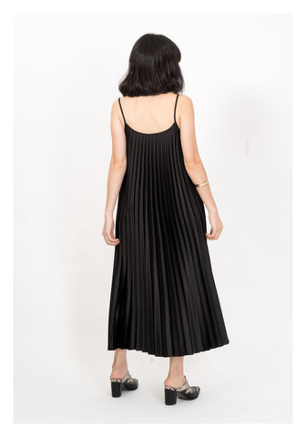 Silky Sleeveless Pleat Dress Black