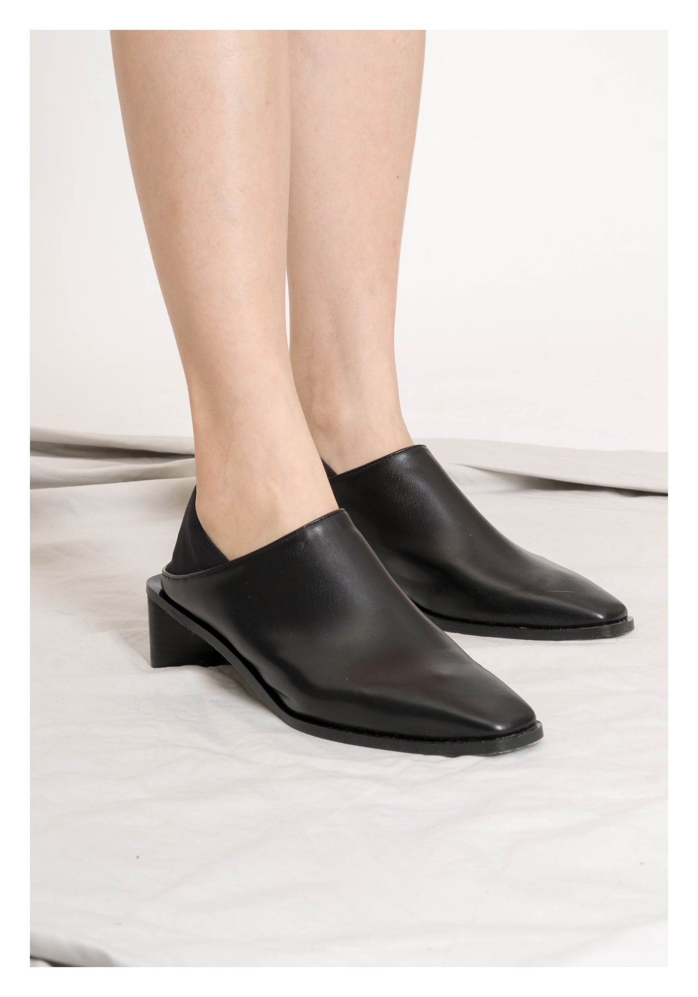 Two Ways Triangular Heels Mules Black - whoami