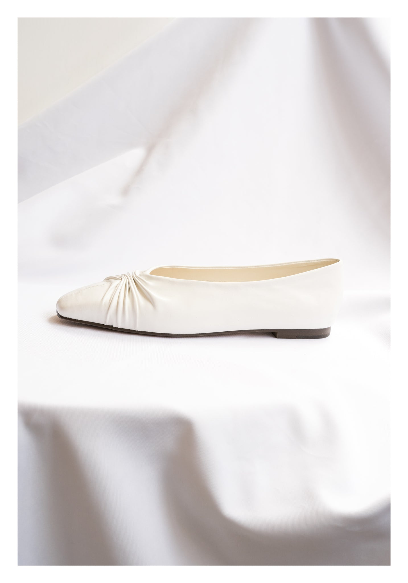 Wrinkle Square Head Flats White - whoami