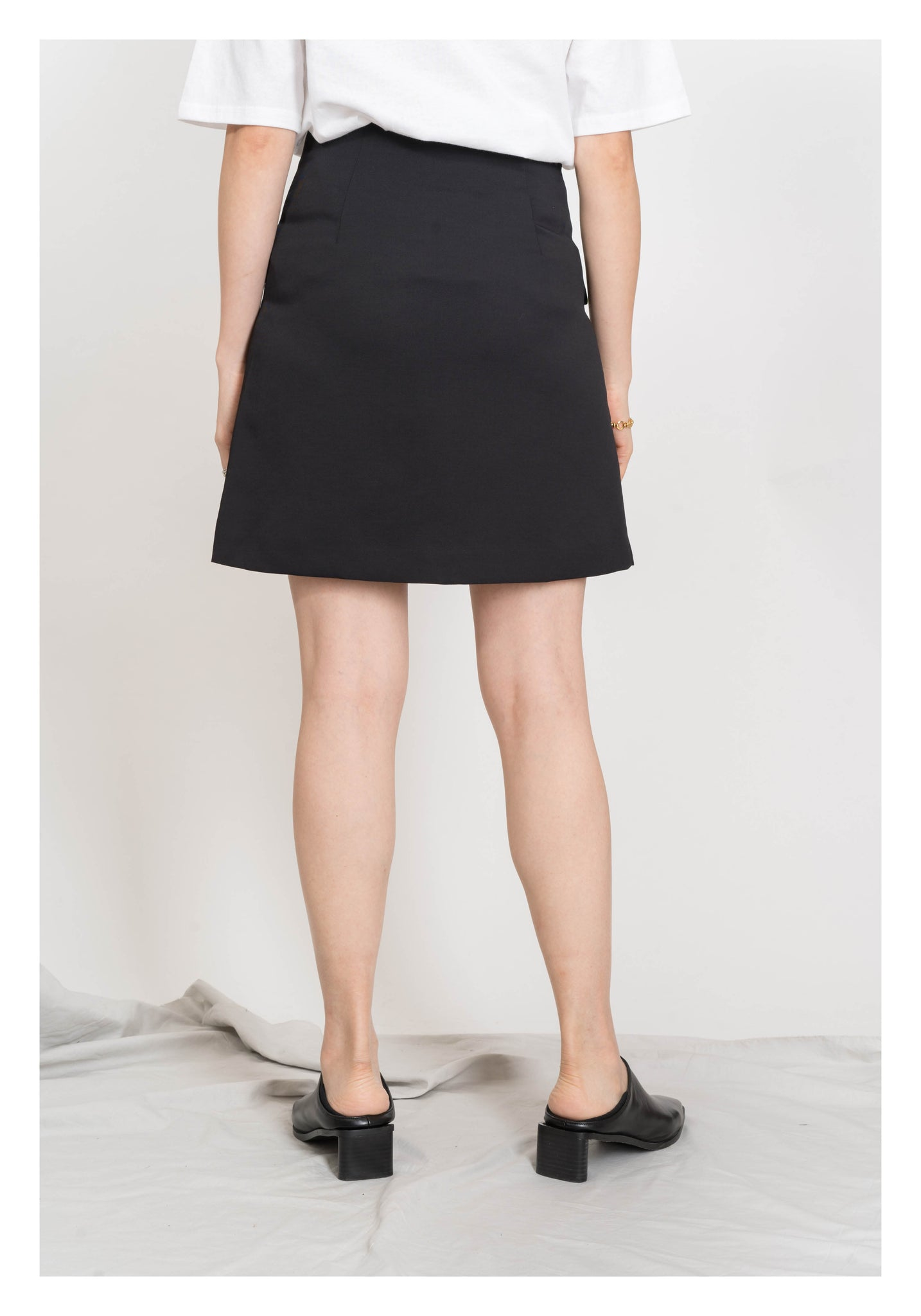Button Curve Edge Mini Skirt Black - whoami