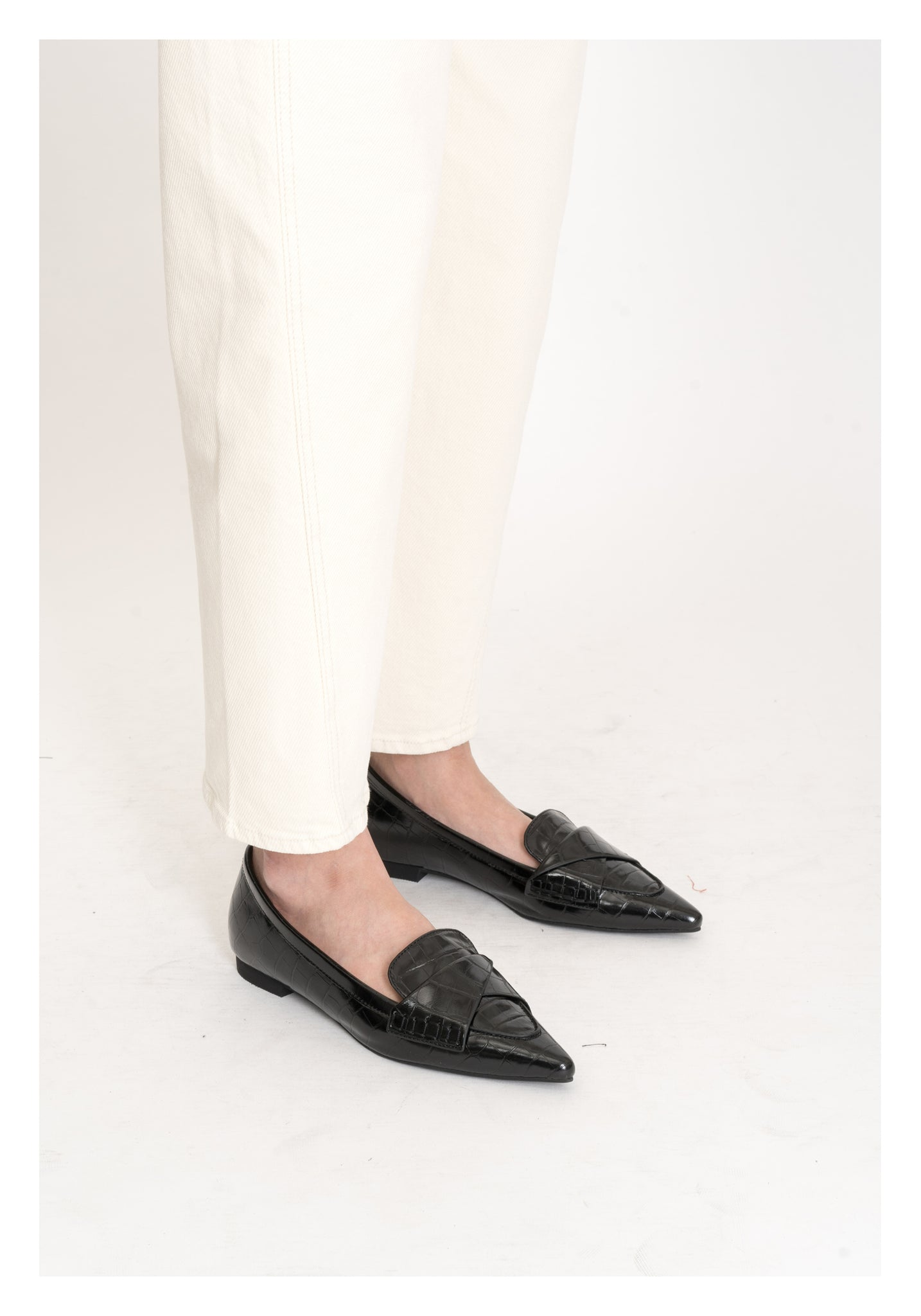 Croc-Effect Pointed Fold Loafer Black - whoami