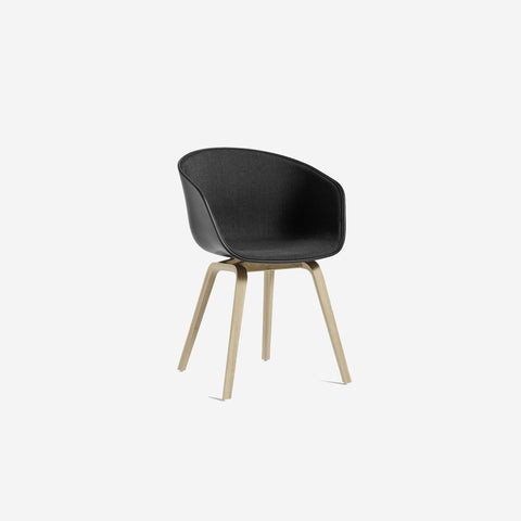 SIMPLE FORM.-Hay AAC22 Black + Oak Chair