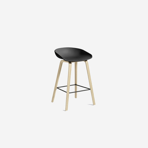 SIMPLE FORM.-Hay AAS32 Black + Oak Stool