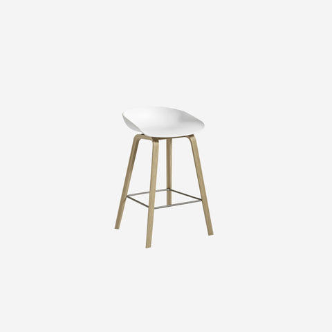 SIMPLE FORM.-Hay AAS32 White + Oak Stool