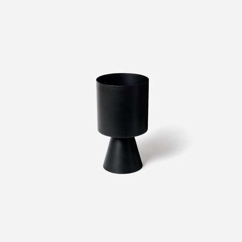 SIMPLE FORM.-Lightly Palm Springs Medium Black Planter Planters