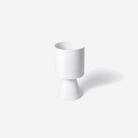 SIMPLE FORM.-Lightly Palm Springs Medium White Planter Planter