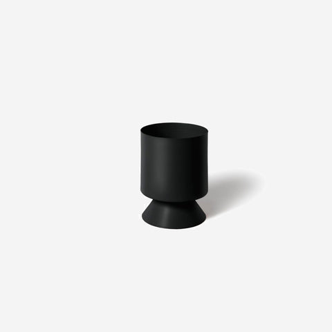 SIMPLE FORM.-Lightly Palm Springs Small Black Planter Planter