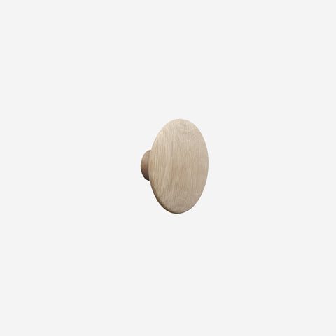 Muuto - Muuto Dot Hook Wood Oak Medium - Hook  SIMPLE FORM.