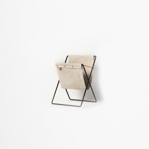 Ferm Living - Ferm Living Herman Magazine Stand Black - Magazine Holder  SIMPLE FORM.