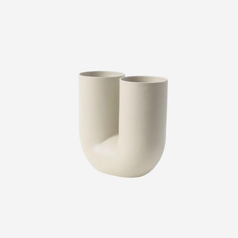 SIMPLE FORM. - Muuto - Kink Vase Sand by Muuto - Vase
