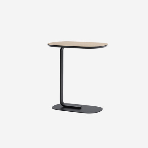 SIMPLE FORM. - Muuto - Relate Side Table Oak/Black by Muuto - Table