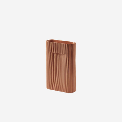 SIMPLE FORM. - Muuto - Ridge Vase Small Terracotta by Muuto - Vase