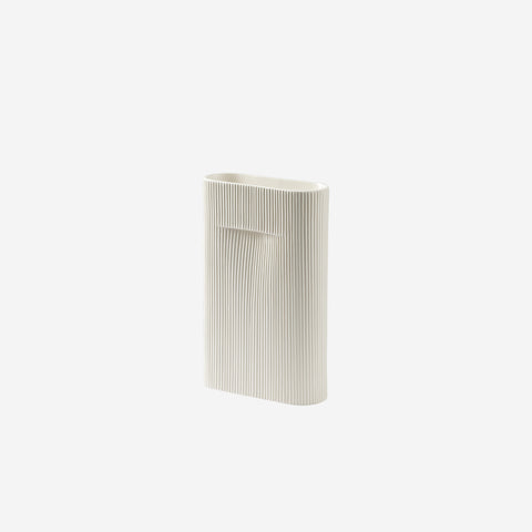 SIMPLE FORM. - Muuto - Ridge Vase Small Off White - Vase