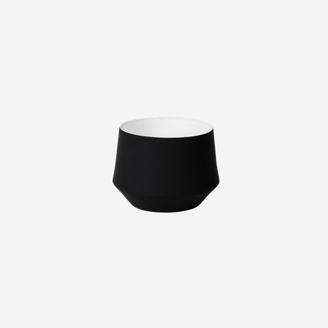 Middle of Nowhere - Samso Planter Black Small - Pot  SIMPLE FORM.