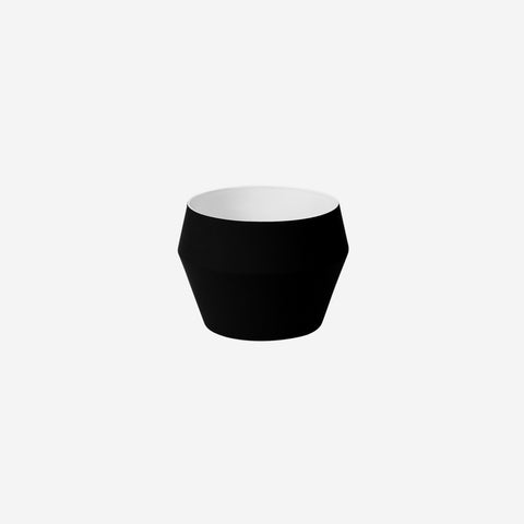 Middle of Nowhere - Romo Planter Black - Pot  SIMPLE FORM.
