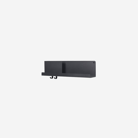 SIMPLE FORM. - Muuto - Folded Shelf Medium Black - Wall Shelf
