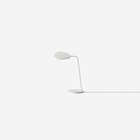 SIMPLE FORM. - Muuto - Leaf Table Lamp White - Table Lamp
