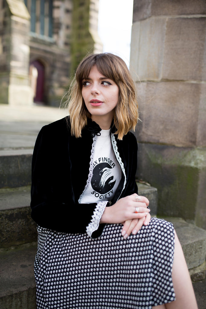 Sophia rosemary, Manchester fashion blogger is wearing a velvet vintage jacket from SoLovesVintage