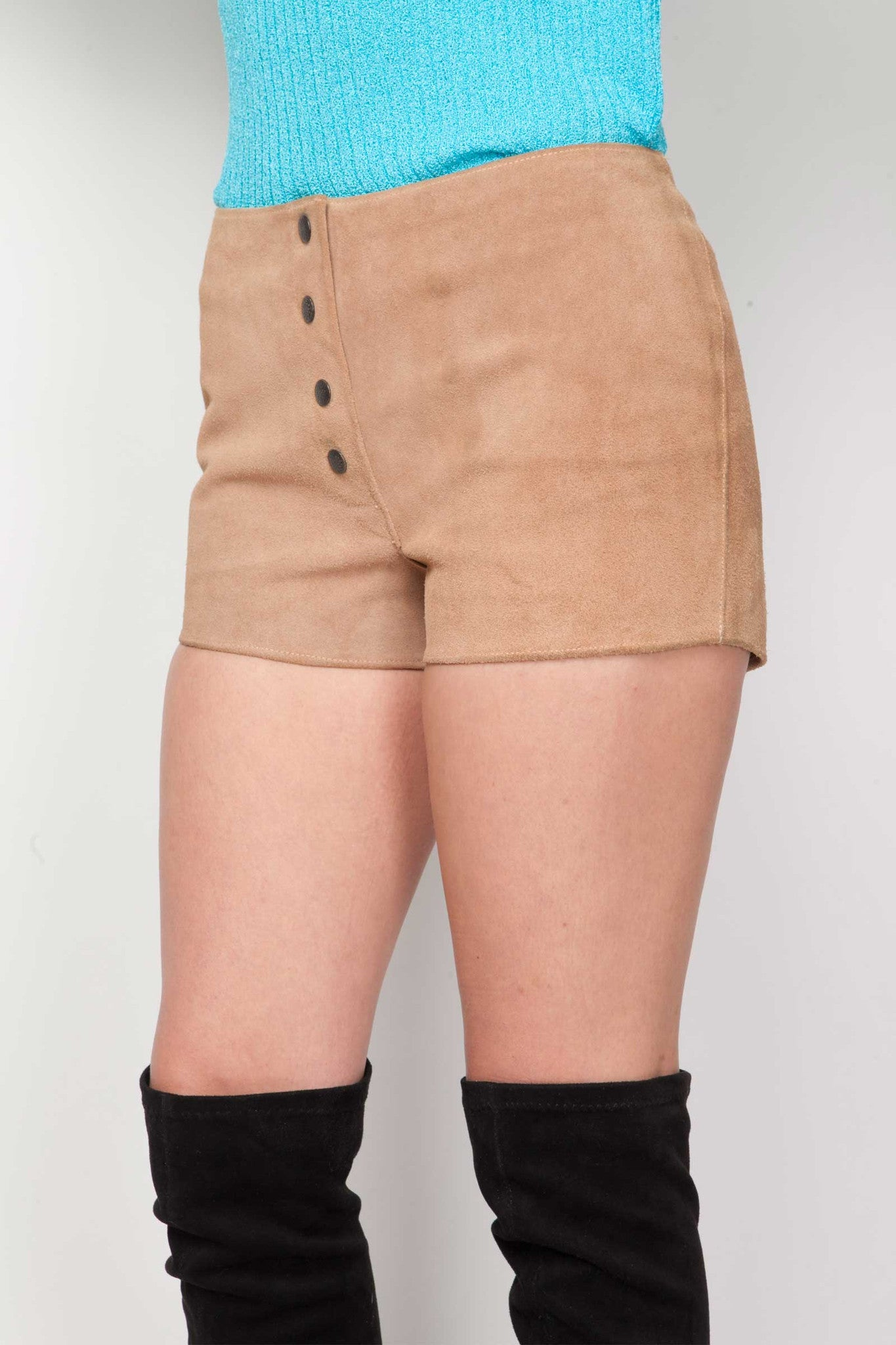 Nephelle suede shorts - www.solovesvintage.com