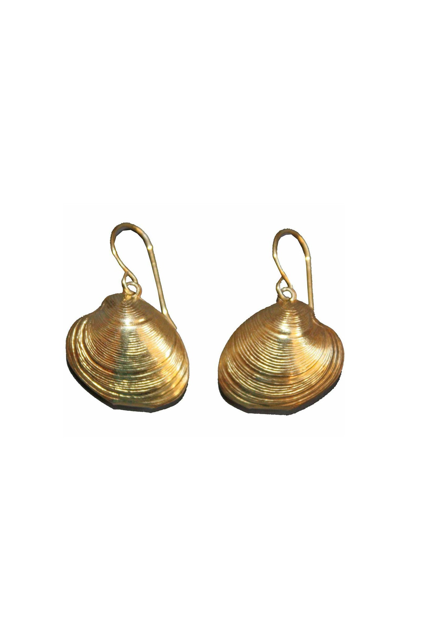 Vintage sea shell shaped earrings in gold plated - SoLovesVintage