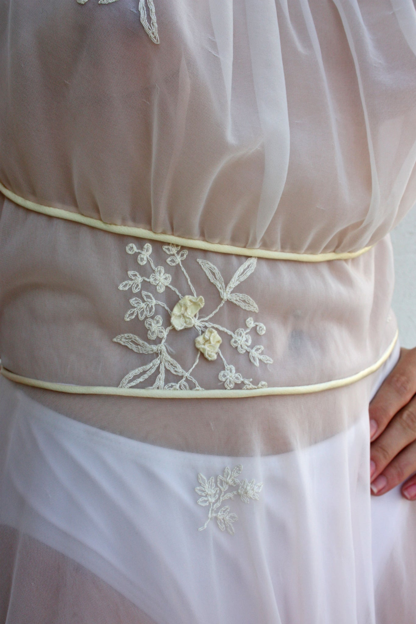 Vintage embroidery details - Shop SoLovesVintage