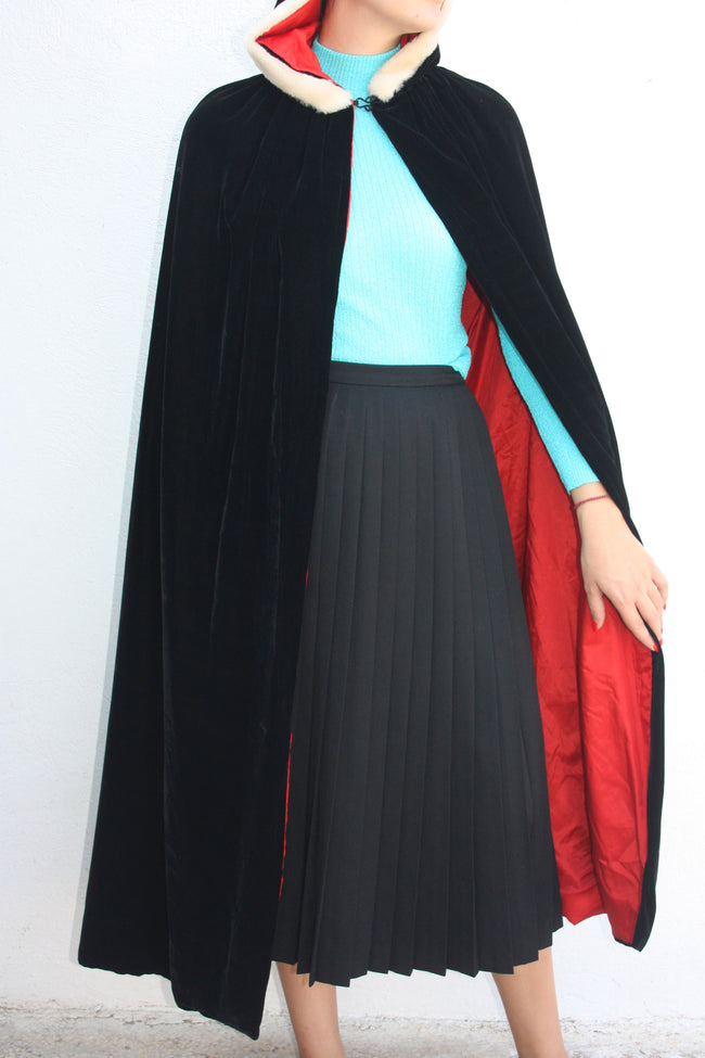 Vintage velvet black cape - Shop SoLovesVintage