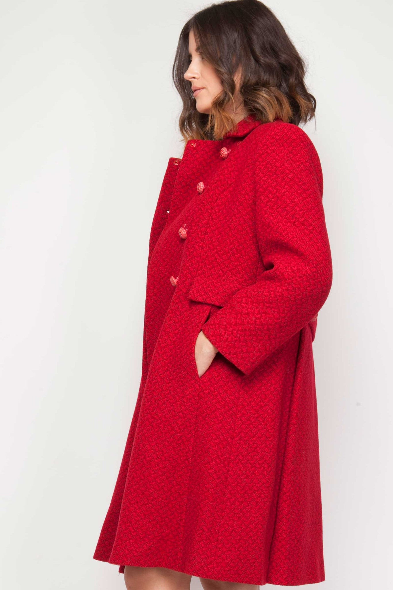 Red vintage coat- www.solovesvintage.com