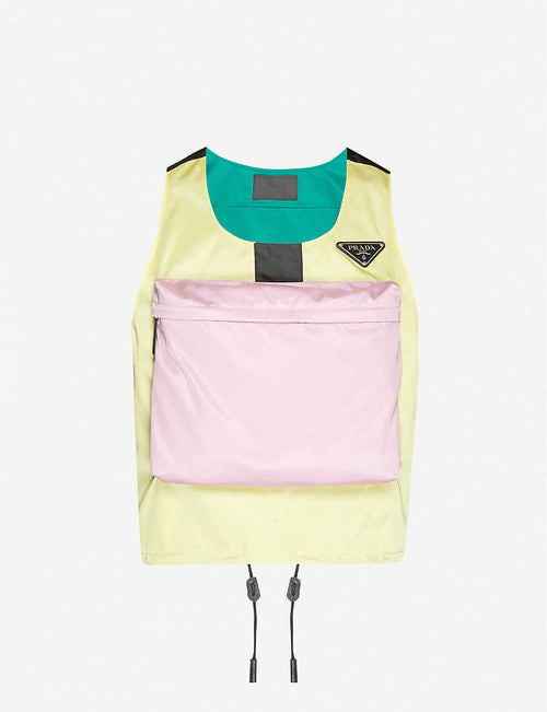 Brand-patch contrast-panel shell gilet