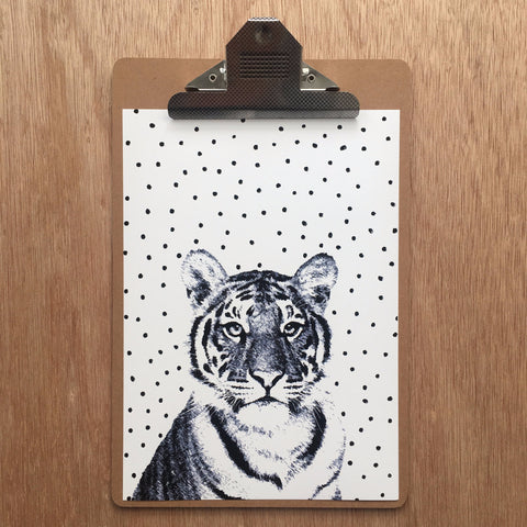//TIGER-MONOCHROME//