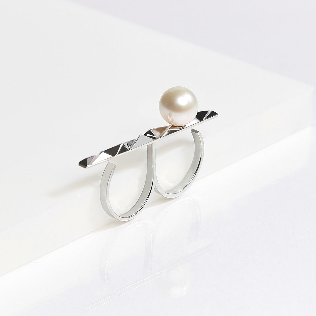 reckon bar ring with pearl