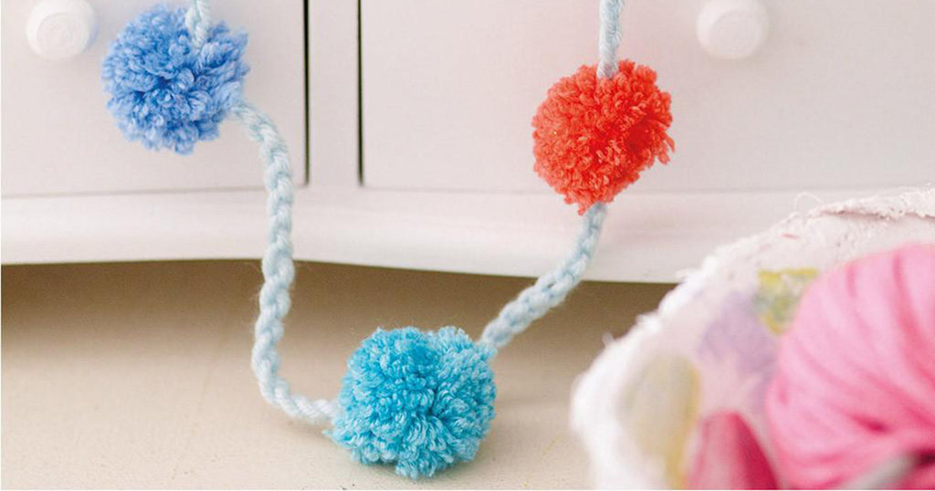Pom pom necklace - knitting project for kids