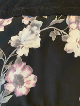Load image into Gallery viewer, Floral and Black 3/4 Sleeve Top