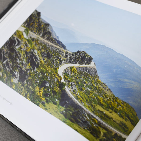 Mountains: Epic Cycling Climbs - Michael Blann