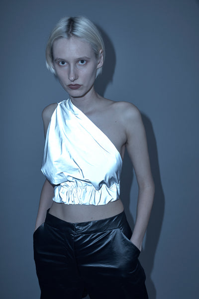 REFLECTIVE DRAPED TOP
