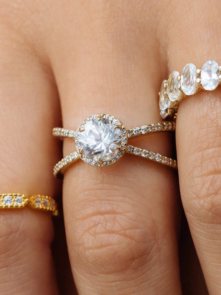 The Cleo Ring with Pavè- Round