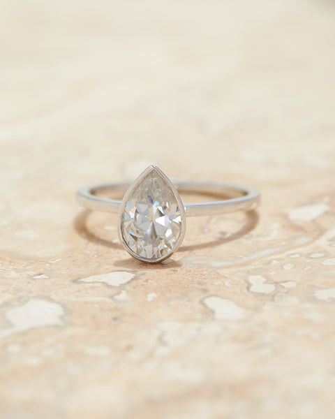 The Bella Bezel Ring Setting (Pear)