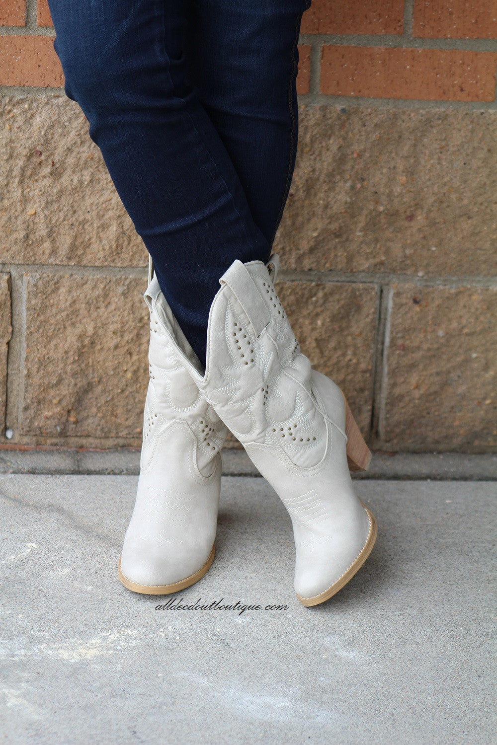 Very Volatile | Denver Cowgirl Boots Off White