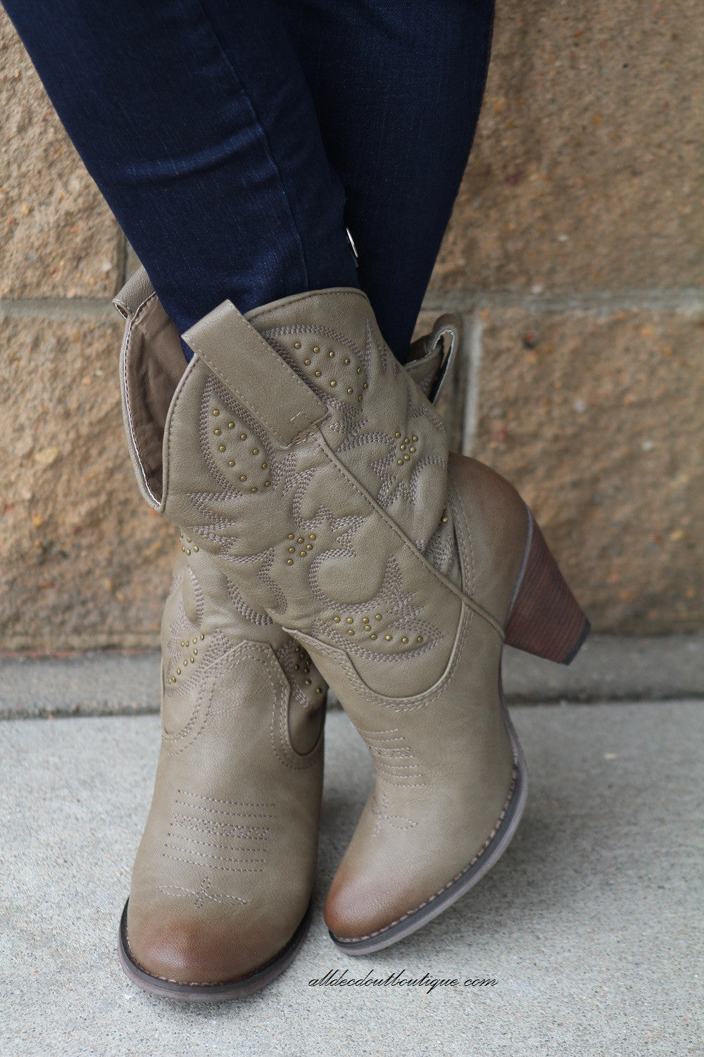 Very Volatile | Dallas Cowgirl Boots Taupe