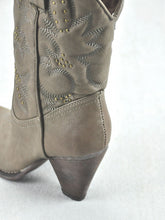 Very Volatile Dallas Cowgirl Boots Taupe | All Dec'd Out