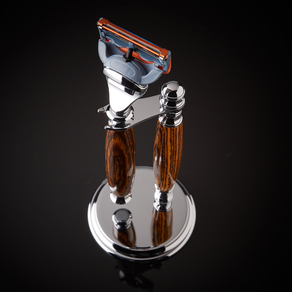 Shaving set razor and stand for Gillette Fusion blades