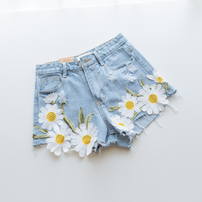 Embroidered Daisy Shorts - Ice Cream Cake