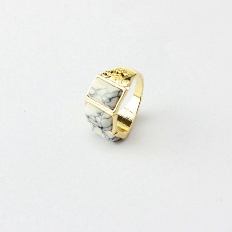 Natural Howlite stone Gold plated ring - Stones and Sparkles