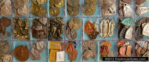 Tray of dozens of Thai amulets for sale in bulk (wholesale) from Thailand.
