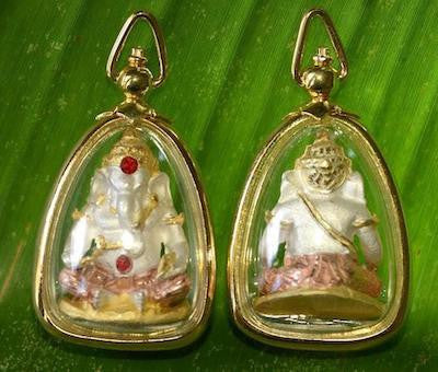 Small Tri-color Premium Ganesh Amulet with Fancy Gold Rim Case