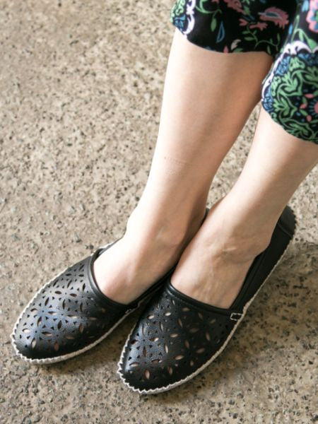 Cutwork HANASHIPPOU Pumps