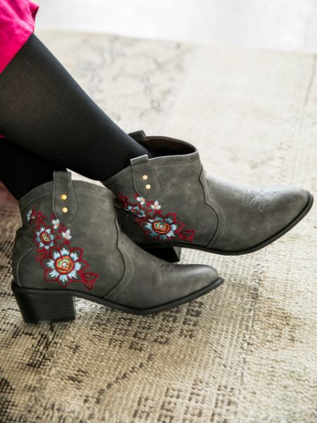 Floral Embroidery Western Short Boots-Shoes-Ametsuchi