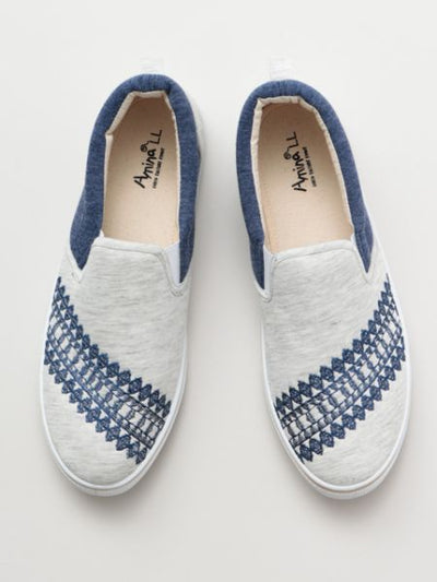 Native American Pattern Embroidered Slip-on Shoes