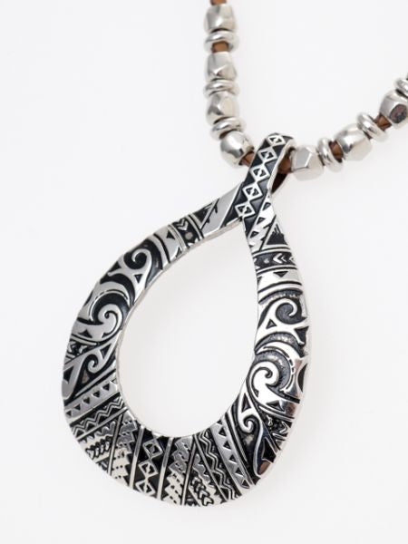 Collier inspiré de tatouage tribal