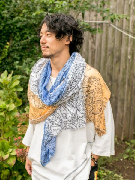 Paisley Pattern in Gradient Color Stole